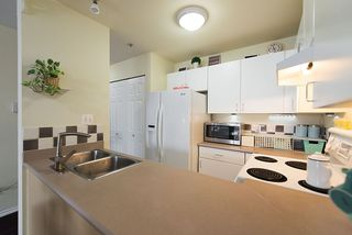 Photo 7: 305 335 CARNARVON STREET in New Westminster: Downtown NW Condo for sale : MLS®# R2153144
