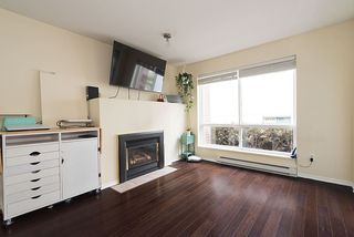 Photo 3: 305 335 CARNARVON STREET in New Westminster: Downtown NW Condo for sale : MLS®# R2153144