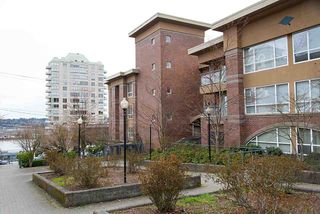 Photo 2: 305 335 CARNARVON STREET in New Westminster: Downtown NW Condo for sale : MLS®# R2153144