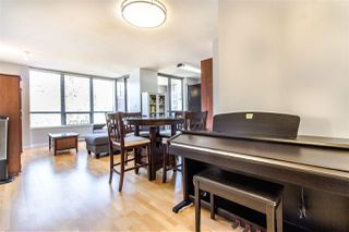 """Photo 2: 404 850 ROYAL Avenue in New Westminster: Downtown NW Condo for sale in """"The Royalton"""" : MLS®# R2400231"""