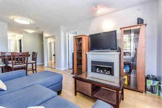 """Photo 3: 404 850 ROYAL Avenue in New Westminster: Downtown NW Condo for sale in """"The Royalton"""" : MLS®# R2400231"""