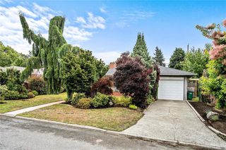 Photo 2: 3237 Service St in Saanich: SE Camosun House for sale (Saanich East)  : MLS®# 844288