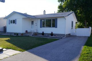 Photo 1: 19 Concord Avenue in Winnipeg: West Fort Garry Single Family Detached for sale (South Winnipeg)  : MLS®# 1419783