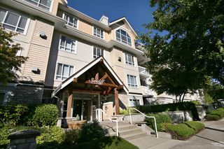 Main Photo: 401 1685 152A Street in Surrey: Condo for sale : MLS®# F1424196