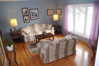 Photo 2: 15 Lakeglen Drive in Winnipeg: waverley heights Single Family Detached for sale (South Winnipeg)  : MLS®# 1603083