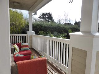 Photo 2: 218 E 10TH STREET in North Vancouver: Central Lonsdale Townhouse for sale : MLS®# R2045615