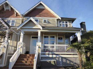Photo 1: 218 E 10TH STREET in North Vancouver: Central Lonsdale Townhouse for sale : MLS®# R2045615