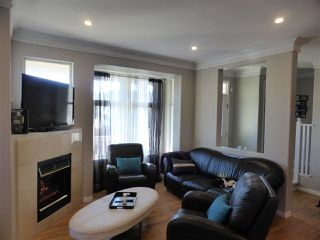 Photo 8: 218 E 10TH STREET in North Vancouver: Central Lonsdale Townhouse for sale : MLS®# R2045615
