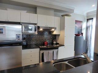 Photo 3: 218 E 10TH STREET in North Vancouver: Central Lonsdale Townhouse for sale : MLS®# R2045615