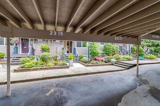 """Photo 20: 2315 MOUNTAIN Highway in North Vancouver: Lynn Valley Townhouse for sale in """"Yorkwood Park"""" : MLS®# R2483736"""