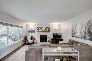 Photo 5: 315 Queen Charlotte Place SE in Calgary: Queensland Detached for sale : MLS®# A1042205