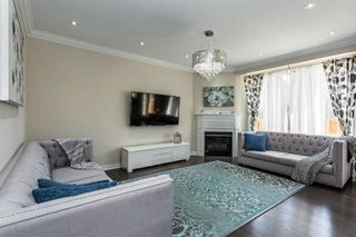 Photo 4: 28 Kempsford Crescent in Brampton: Northwest Brampton House (2-Storey) for sale : MLS®# W4587939