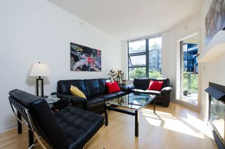 Photo 2: 215 2263 REDBUD Lane in Vancouver West: Home for sale : MLS®# R2185495