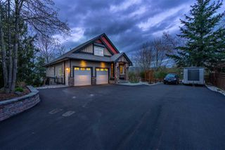 Photo 2: 3528 MIERAU Court in Abbotsford: Abbotsford East House for sale : MLS®# R2433043