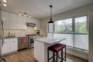 Photo 5: 13 POINT MCKAY Court NW in Calgary: Point McKay Row/Townhouse for sale : MLS®# C4299919
