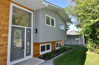Photo 2: 235 99 Avenue SE in Calgary: Willow Park Detached for sale : MLS®# A1016375