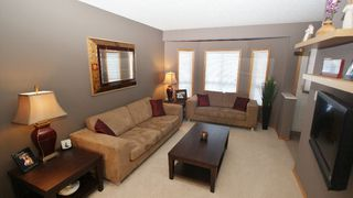 Photo 2: 131 Dawnville Drive in Winnipeg: Transcona Residential for sale (North East Winnipeg)  : MLS®# 1202210