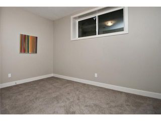 Photo 16: 2422 Bowness Road NW in CALGARY: West Hillhurst Residential Attached for sale (Calgary)  : MLS®# C3545963