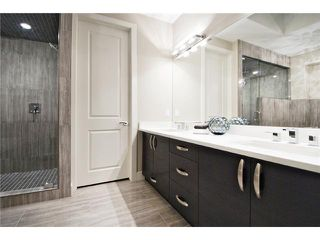 Photo 11: 2422 Bowness Road NW in CALGARY: West Hillhurst Residential Attached for sale (Calgary)  : MLS®# C3545963