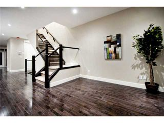 Photo 2: 2422 Bowness Road NW in CALGARY: West Hillhurst Residential Attached for sale (Calgary)  : MLS®# C3545963
