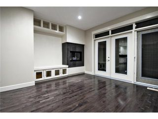 Photo 6: 2422 Bowness Road NW in CALGARY: West Hillhurst Residential Attached for sale (Calgary)  : MLS®# C3545963