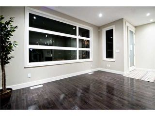 Photo 3: 2422 Bowness Road NW in CALGARY: West Hillhurst Residential Attached for sale (Calgary)  : MLS®# C3545963