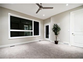 Photo 10: 2422 Bowness Road NW in CALGARY: West Hillhurst Residential Attached for sale (Calgary)  : MLS®# C3545963