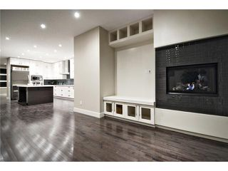 Photo 7: 2422 Bowness Road NW in CALGARY: West Hillhurst Residential Attached for sale (Calgary)  : MLS®# C3545963