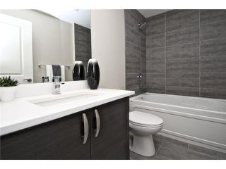 Photo 17: 2422 Bowness Road NW in CALGARY: West Hillhurst Residential Attached for sale (Calgary)  : MLS®# C3545963