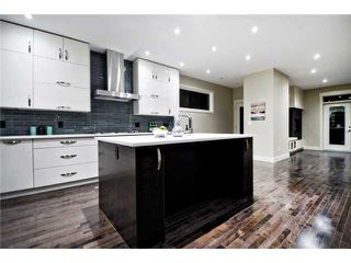 Photo 4: 2422 Bowness Road NW in CALGARY: West Hillhurst Residential Attached for sale (Calgary)  : MLS®# C3545963