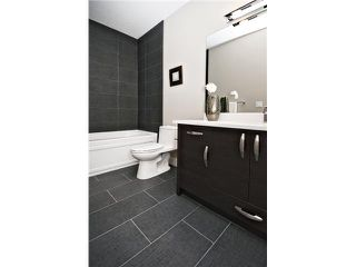 Photo 14: 2422 Bowness Road NW in CALGARY: West Hillhurst Residential Attached for sale (Calgary)  : MLS®# C3545963