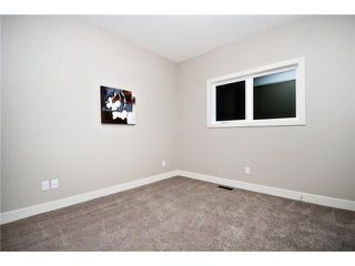Photo 13: 2422 Bowness Road NW in CALGARY: West Hillhurst Residential Attached for sale (Calgary)  : MLS®# C3545963