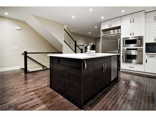 Photo 5: 2422 Bowness Road NW in CALGARY: West Hillhurst Residential Attached for sale (Calgary)  : MLS®# C3545963