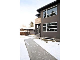 Photo 1: 2422 Bowness Road NW in CALGARY: West Hillhurst Residential Attached for sale (Calgary)  : MLS®# C3545963