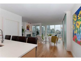 """Photo 2: 2203 565 SMITHE Street in Vancouver: Downtown VW Condo for sale in """"VITA"""" (Vancouver West)  : MLS®# V1015686"""