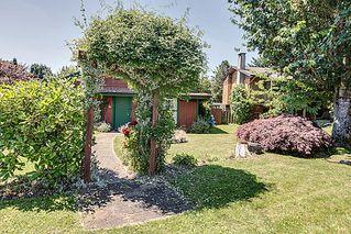 Photo 3: 11921 Wicklow Way Maple Ridge 3 Bedroom & Den Rancher with Loft For Sale
