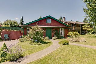 Photo 2: 11921 Wicklow Way Maple Ridge 3 Bedroom & Den Rancher with Loft For Sale