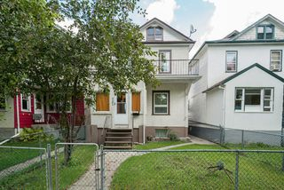 Photo 3: 721 College Avenue in Winnipeg: North End Single Family Detached for sale (4A)  : MLS®# 1623391