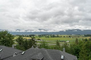 Photo 2: 9 2088 WINFIELD Drive in Abbotsford: Abbotsford East Townhouse for sale : MLS®# R2469194
