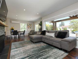 Photo 2: 3868 Carey Rd in : SW Tillicum House for sale (Saanich West)  : MLS®# 850133