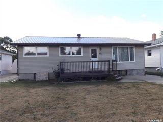Photo 1: 734 Henry Street in Estevan: Hillside Residential for sale : MLS®# SK828343