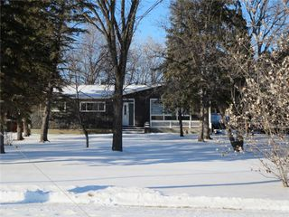 Photo 1: 400 Rossmore Avenue: West St Paul Residential for sale (R15)  : MLS®# 202100587