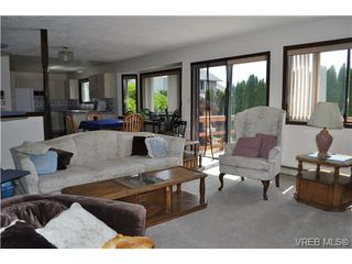 Photo 9: 817 Beckwith Avenue in VICTORIA: SE Lake Hill Single Family Detached for sale (Saanich East)  : MLS®# 326590