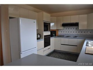 Photo 3: 817 Beckwith Avenue in VICTORIA: SE Lake Hill Single Family Detached for sale (Saanich East)  : MLS®# 326590