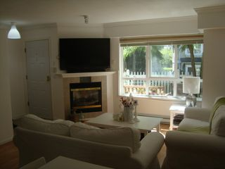 """Photo 4: 55 6577 SOUTHOAKS Crescent in Burnaby: Highgate Townhouse for sale in """"TUDOR GROVE"""" (Burnaby South)  : MLS®# V1024043"""