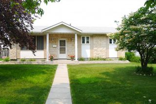 Photo 1: 7 Lakeglen Drive in Winnipeg: Waverley Heights Single Family Detached for sale (South Winnipeg)  : MLS®# 1518742