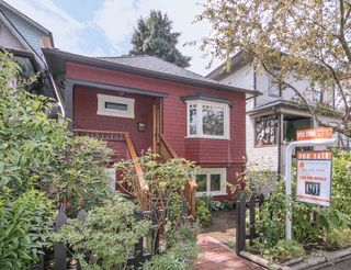 Photo 1: 1127 SEMLIN DRIVE in Vancouver: Grandview VE House for sale (Vancouver East)  : MLS®# R2094573