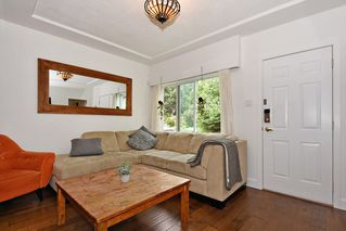 Photo 3: 3562 E GEORGIA Street in Vancouver: Renfrew VE House for sale (Vancouver East)  : MLS®# R2398131