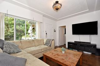 Photo 2: 3562 E GEORGIA Street in Vancouver: Renfrew VE House for sale (Vancouver East)  : MLS®# R2398131