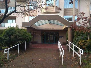 "Main Photo: 111 1009 HOWAY Street in New Westminster: Uptown NW Condo for sale in ""HUNTINGTON WEST"" : MLS®# R2420738"